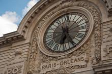 Horloge du musée d' Orsay ancienne gare d'Orsay à Paris