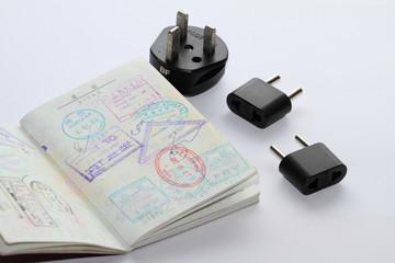 パスポートの査証と海外コンセント変換プラグ
