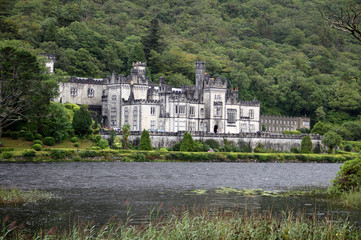 Kylemore abbey under the rain, Ireland