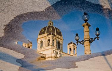 Vienna - mirror of Nartuhistorisches museum