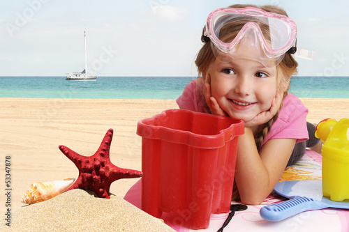 Bambina sulla spiaggia - Little girl on the beach