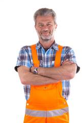 Freundlicher Arbeiter in Latzhose