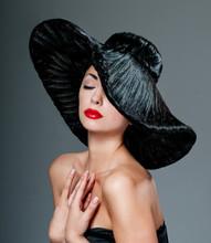 Magnifique femme dans un chapeau