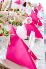 Wedding table decorations, pink napkins close-up