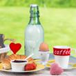 frühstückstisch mit herzen