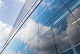 Fototapeta Hochhausfassade mit Spiegelungen