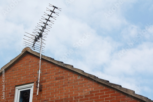 tv aerial on side of modern house