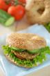 Sesam Bagel mit vegetarischem Bratling