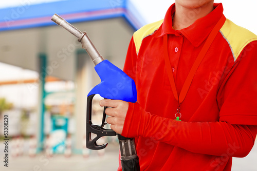 Service station worker in gas station - 53388230