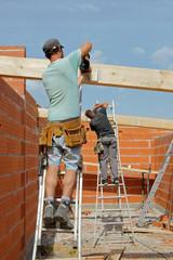 construction maison - charpentiers à l'oeuvre  # czm