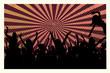 Jubelnde, tanzende Menschenmenge als Silhouette