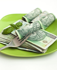 Banknoty na talerzu