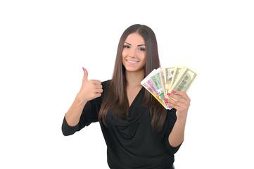 девушка держит в руке пачку долларов