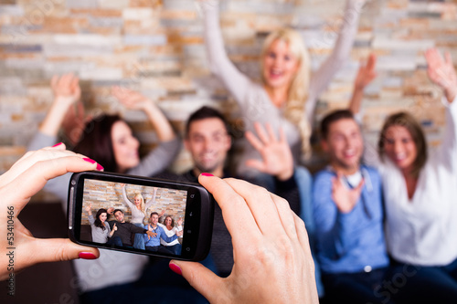 5 Freunde lassen sich fotografieren