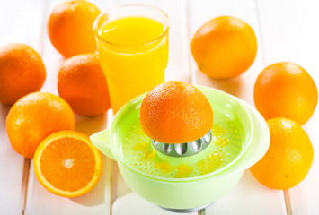 orange squeezer with fresh fruits