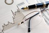 fondo de finanzas y economia.Estadisticas,graficos y gafas - 53426210