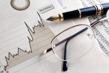 fondo de finanzas y economia.Estadisticas,graficos y gafas