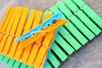 épingles à linge de couleurs