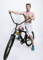 Ragazzo con bicicletta