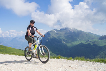 e-bike, pedelec, women, fahrrad, mountainbike, lake garda