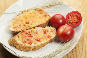 Tomatoe rubbed over bread