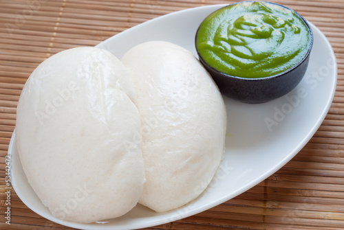 Mantou (Chinese steamed buns) with Thai pandan custard