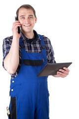 Handwerker mit Telefon und digitalem Tablet-PC