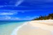 南国沖縄 白い砂浜と夏空