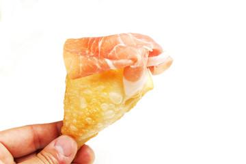 Gnocco fritto con prosciutto