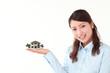 若い女性、住宅イメージ