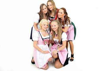 5 junge Damen auf dem Oktoberfest