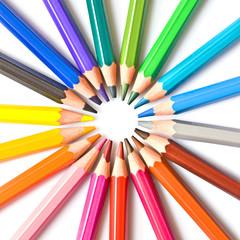 Crayons de couleur en cercle, carré