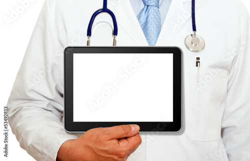 Arzt mit Tablet PC - freigestellt