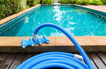 Pool vacuum cleaning flexible hose