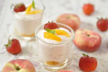 Erdbeer Pfirsich Dessert Creme