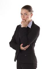 Ernsthafte junge Geschäftsfrau skeptisch
