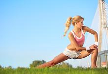 blond weiblichen Fitness-Modell im Freien
