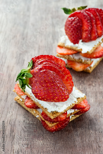 Crisp bread with goat cheese and strawberries