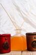 Duftstäbchen und Teelichter
