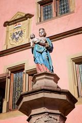 Statue vor dem Corps de Garde, Turckheim, Frankreich