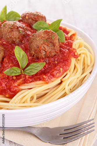 spaghetti with meatball and tomato sauce