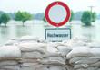 Leinwanddruck Bild - Hochwasserschutz mit Sandsäcken