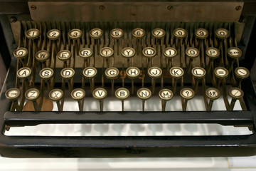 old typing machine has and letters