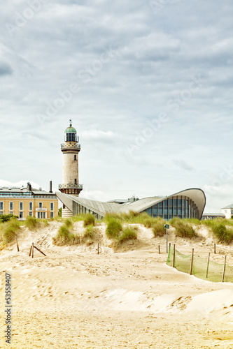Leuchtturm, Teepott und Dünen in Warnemünde - 53558407