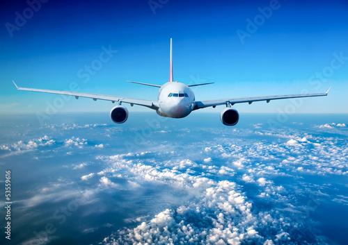 Fotobehang Vliegtuig Passenger Airliner in the sky
