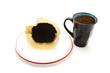 Alter Kaffeefilter mit Gemahlenem Kaffee in Tasse