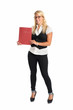 blonde Frau hält eine Mappe