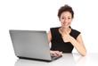 Karrierefrau isoliert mit Laptop und Daumen nach Oben