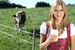 Frau mit Milch