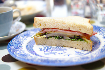 Sandwich with bacon, pear and herbs